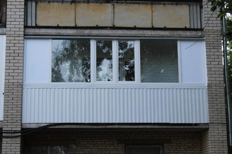остекленОкна в лоджию 2,7 метрае алюминиевыми окнами 6 метрового балкона боковиной