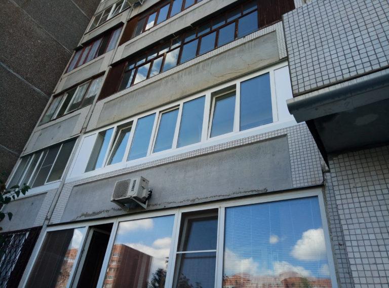 остекление алюминиевыми окнами 6 метрового балкона