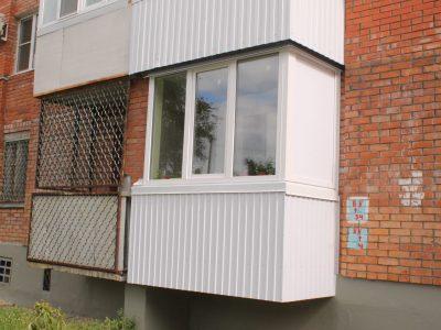 Балкон ПВХ с обшивкой профлистом