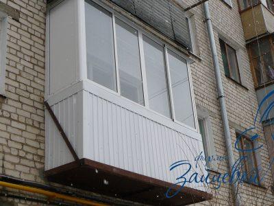 Балкон обшитый профлистом в Хрущевской планировке