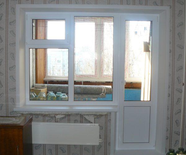Балконный блок, на глухом окне форточка