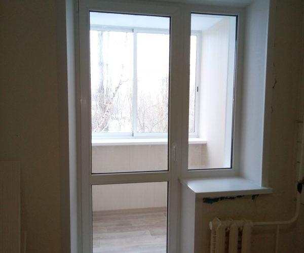 Балконный блок с глухим окном с внутренней отделкой