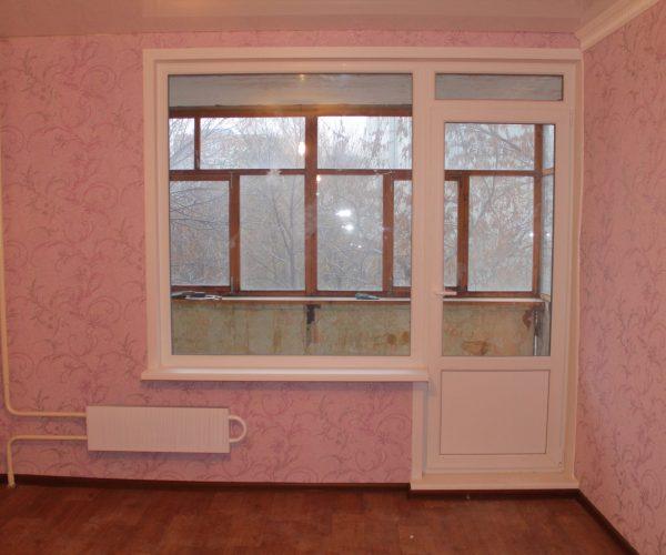 Балконный блок с глухим окном в квартире дома Ташкентской планировки.