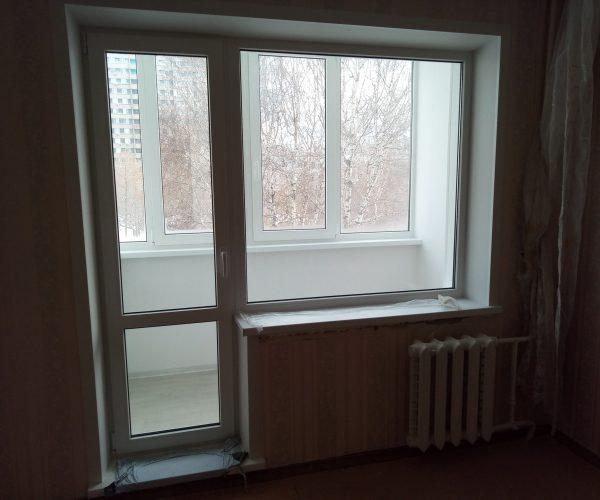 Балконный блок с глухим окном в панельном доме с отделкой