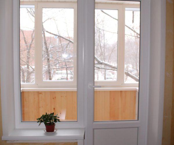 Балконный блок с узким глухим окном, с подоконником, порогам и откосами с двух сторон