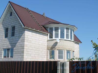 Остекление балкона в частном доме