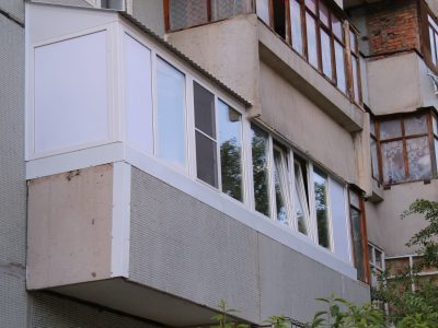 установили крышу на балконе