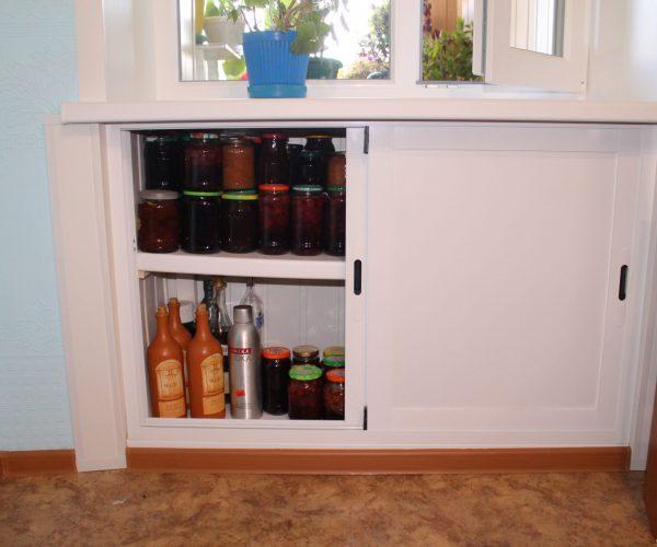 Зимний холодильник. Створки Алюминиевые раздвижные, внутри устойчивая полкаиз подоконной доски, внутри обшито вагонкой